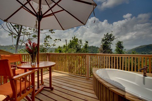 Treehouse Hot Tub in Belize
